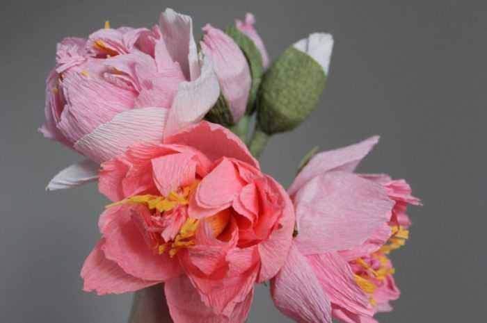 Цветы из гофрированной бумаги своими руками — лучший мастер-класс для начинающих с рекомендациями мастеров пошагово + оригинальные примеры поделок (190 фото)