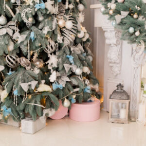 Как украсить елку на Новый Год 2021 своими руками: ТОП-200 фото лучших идей, выбор цвета, игрушек и стиля